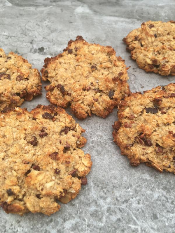 Chocolate chip tahini oatmeal cookies (VG, GF, Date sweetened