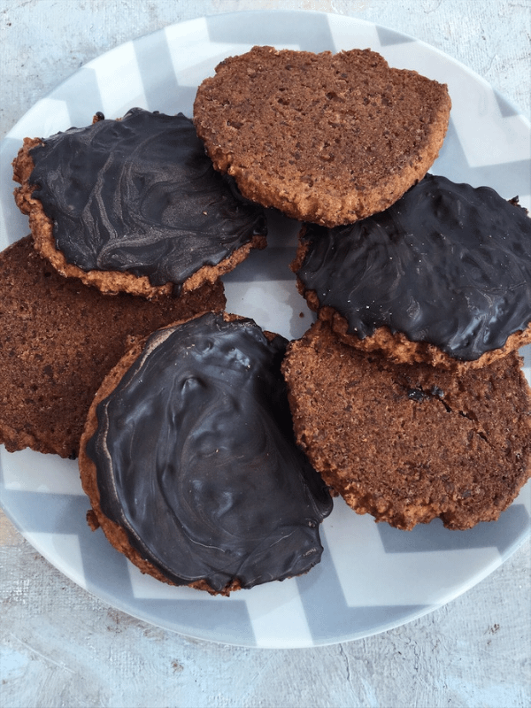 plate chocolate hobnobs