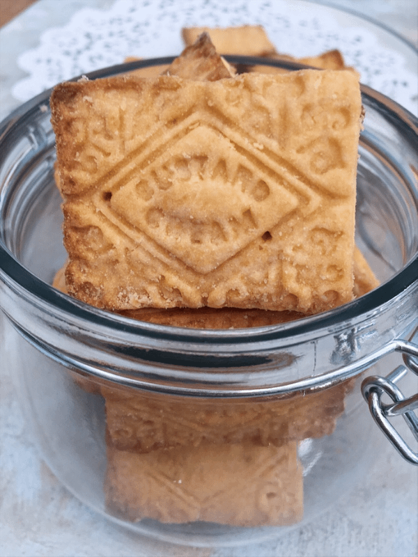 biscuits in jar