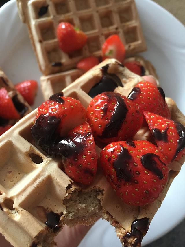 gluten dairy sugar free waffles