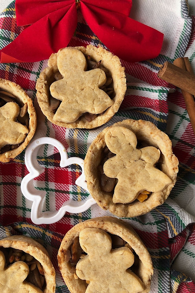 deep filled mince pies with cookie cutter